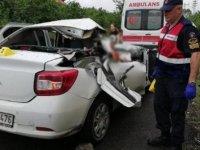 Zonguldak'ta otomobil ile iş makinesi çarpıştı