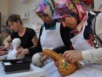 Su kabağı kadınların elinde sanata dönüşüyor
