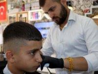 Suriye'li berberden alkışlanacak hareket