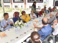 Seyranbağları Huzurevi sakinleri ile Büyükşehir Belediyesi Çocuk Evlerinde kalan çocuklar bir araya geldi
