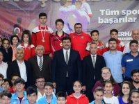 Kahramankazan'da düzenlenen satranç ve karate turvuvalarının ödüllerini Başkan verdi