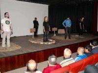 HAMR adlı tiyatro oyunu Sincan'da sahnelendi