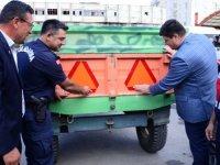"""Kahramankazan'da """"Reflektör Tak Görünür Ol"""" sloganıyla reflektör dağıtıldı"""