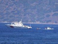 Göçmenleri taşıyan bot battı: 15 kişi kurtarıldı, kayıp bir bebek aranıyor