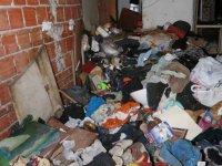 Yenimahalle Belediyesi Demetevler 407. Cadde'de bulunan iki ayrı evden 45 tona yakın çöp temizledi