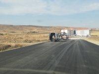 Pursaklar Saray İlkokulu'nun ek bina yoluna asfalt serimi başladı