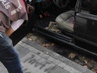 Aracına zarar verip 'intikam yeni başladı' diye not yazdılar