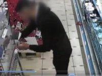 Ulus'ta telefon hırsızı kameraya yakalandı