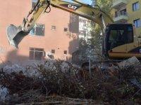 Keçiören'de metruk binalar yıkılıyor