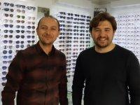 Optik yetkilisinden uyarı: Pahalı gözlük camı anlatılıp ucuzu satılıyor