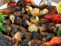 Tescilli 'Urfa soğan kebabı' damak çatlatıyor