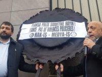 HAK-İŞ'ten Fransa Büyükelçiliği önünde siyah çelenkli eylem
