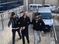 Öğrencilerine uyuşturucu satan sevgililer yakalandı