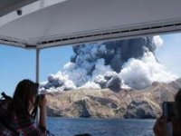 Whaakari Yanardağı patladı
