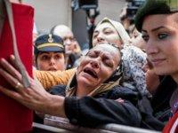 Şehit Üstçavuş Esma Çevik'in cenazesi evinin önüne getirildi