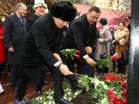 Keçiören'de Kırgız yazar Cengiz Aytmatov anısına heykel dikildi