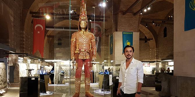 altin-elbiseli-adam,-anadolu-medeniyetler-muzesi,-kazak-tutankamon,,,.jpg