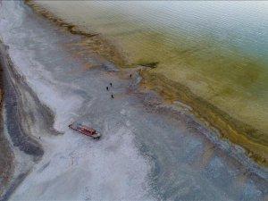 Gölde sular çekilince tapulu araziler ve batık tekneler ortaya çıktı!