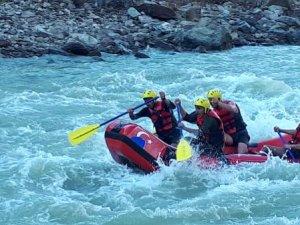Zap Suyu'nda rafting heyecanı