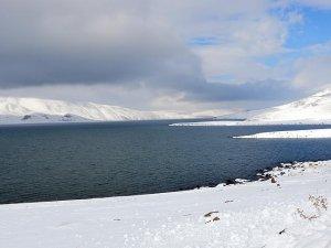 Türkiye'nin en yüksek gölü gelinliğini giydi