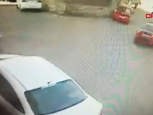 Üsküdar'da korkunç kaza: Otomobil ile duvar arasında sıkıştı