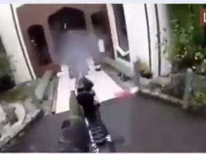 Yeni Zelanda'daki camiye saldırı anı! 40 kişi hayatını kaybetti