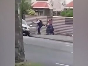 Cami saldırganının yakalanma anı kamerada!