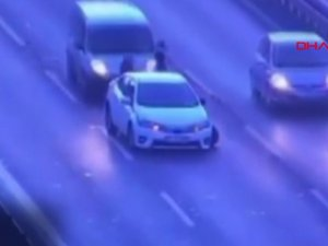 Feci kazanın görüntüleri ortaya çıktı: 2 kadın araçların arasına sıkışmıştı