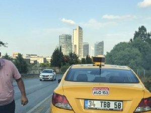 Yol vermedi diye yol kesip, tehdit eden taksici kamerada