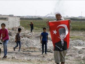 Mustafa Kemal dede sınırda torunlarına vatan sevgisi aşılıyor