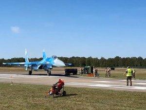 Belçika'da savaş uçağı görevlileri böyle savurdu