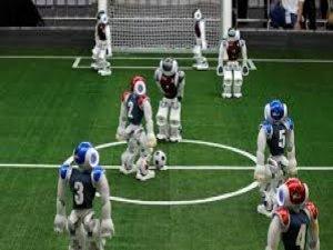Robot futbolcular, insan rakiplerine karşı mücadeleye hazırlanıyor