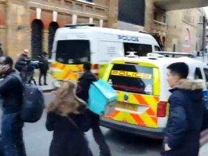 Londra Köprüsü'nde bıçaklı kavga, polis ateş açtı