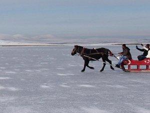 Atlı kızakla Çıldır Gölü'nde drift
