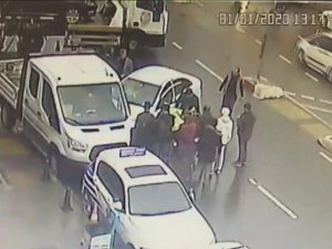 Sultanbeyli'de yüreklerin ağza geldiği kaza kamerada