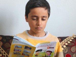 Kitapları tersten okuyor, yeteneğiyle herkesi şaşırtıyor