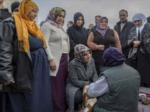 'Diyarbakır anneleri' Elazığ'da çadır kenti ziyaret etti
