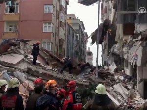 İstanbul Bahçelievler'de bina çöktü! Ekipler bölgeye sevk edildi...