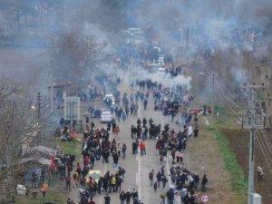 Pazarkule'de bekleyen yüzlerce göçmen havadan görüntülendi
