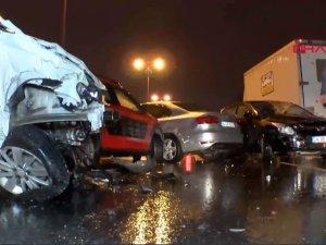 İstanbul'da feci kaza! 10 araç birbirine girdi