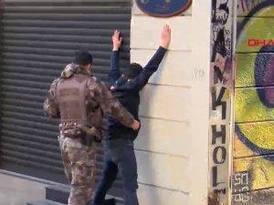 İstiklal Caddesi'nde ''öksürerek'' gasp girişimi