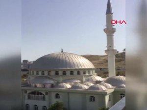 İzmir'de Camilerden çav bella çalındı