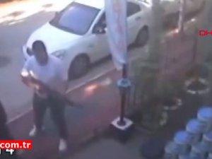 Şiddet uyguladığı için şikayetçi olan kardeşinin iş yerine tüfekle ateş açtı