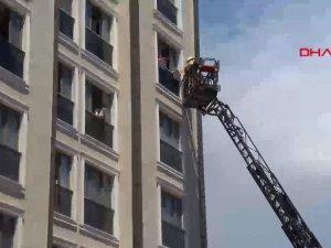 Alibeyköy'de dairede yangın, üst kattakiler mahsur kaldı