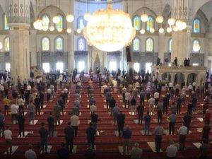 Camilerde salgın sürecindeki ikinci cuma namazı kılındı