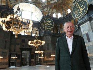 Cumhurbaşkanı Erdoğan Ayasofya Camisi'nde incelemelerde bulundu