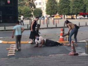 Taksim Meydanı'nda Oscar'lık oyunculuk ile duygu sömürüsü kamerada