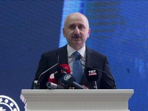 Ulaştırma ve Altyapı Bakanı Karaismailoğlu: Öğrencilerimize ücretsiz internet paketlerini vermeye devam edeceğiz