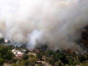 Anamur'da yerleşim yeri yakınında orman yangını