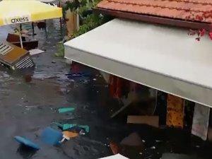 Seferihisar'da cadde ve sokaklar su altında kaldı